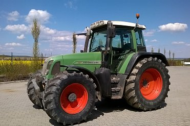Kolový traktor FENDT Favorit 714